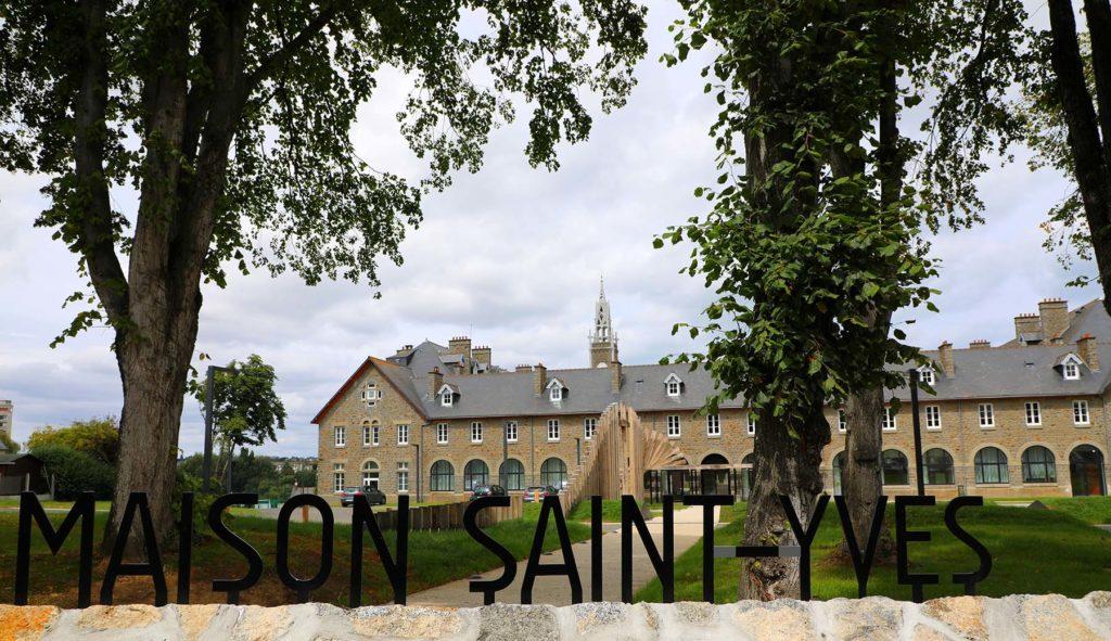 Entrée principale de la Maison Saint-Yves