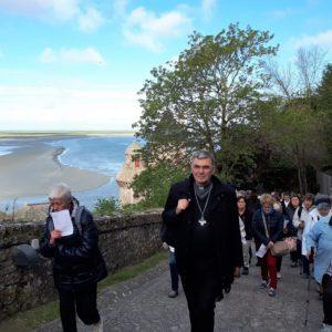 Arrivée de Mgr Denis Moutel et des pèlerins costarmoricains