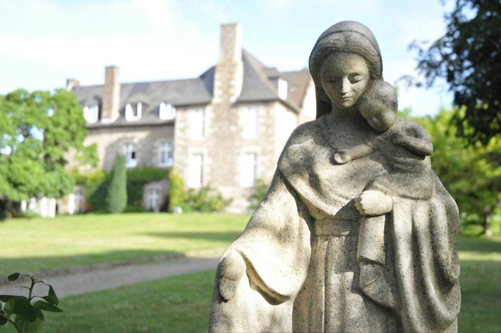 Statue de Notre Dame du foyer à Tressaint