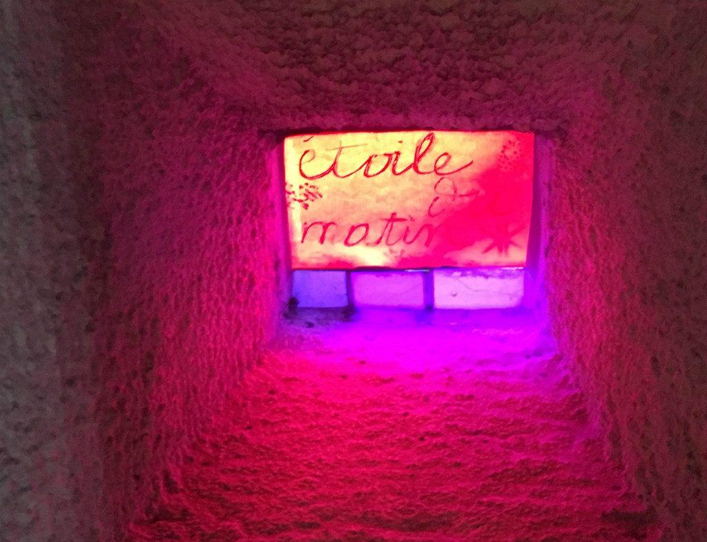 Etoile du matin - Mur de lumière à la Chapelle ND du Haut à Ronchamp - Création de Le Corbusier