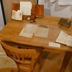 Reconstitution d'une table de travail de Jean-Marie de la Mennais