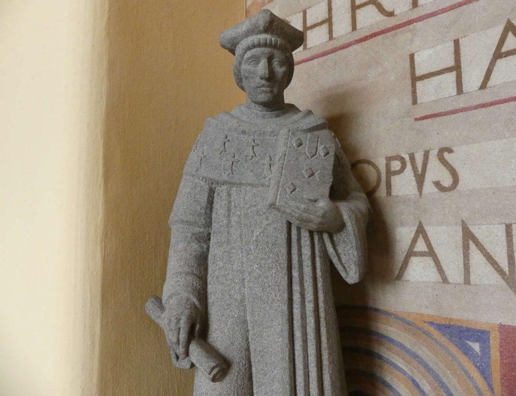 Statue de Saint Yves visible à l'évêché de Saint-Brieuc