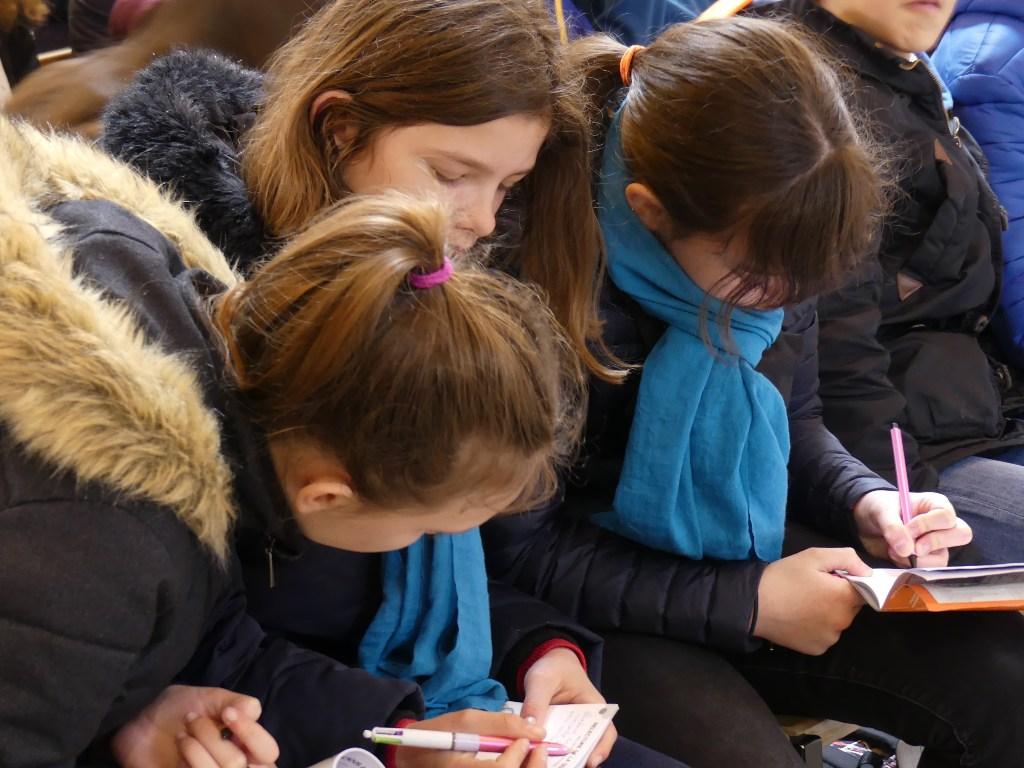 adolescents en pèlerinage à Lourdes