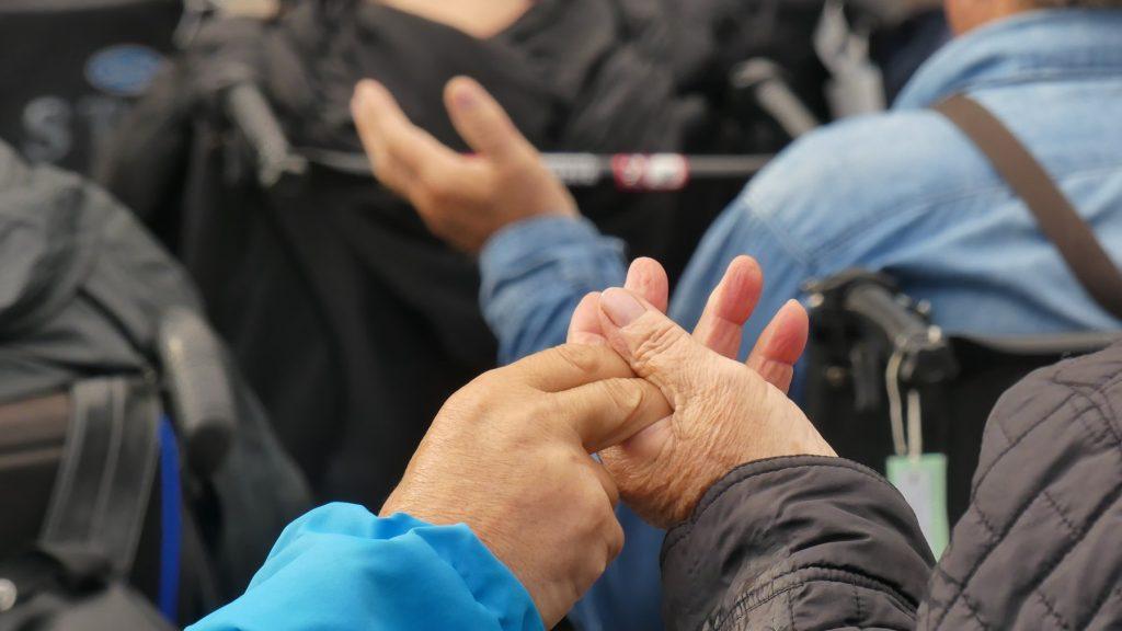 fraternité mains