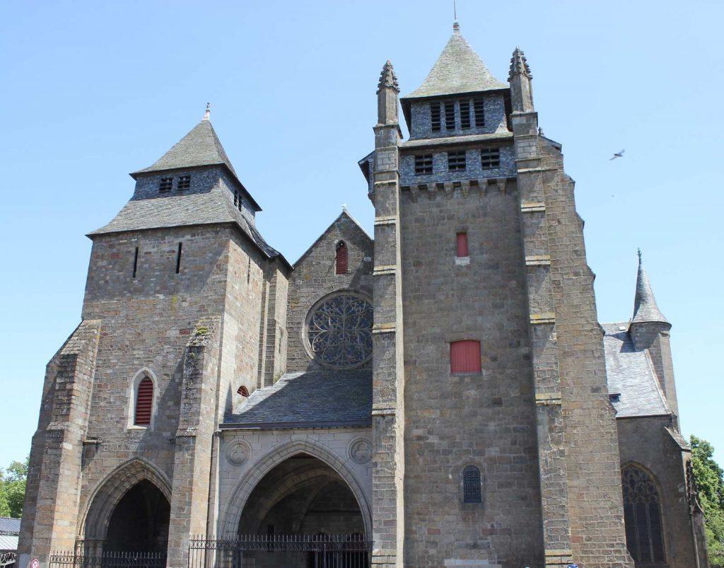 Façade de la cathédrale de Saint-Brieuc