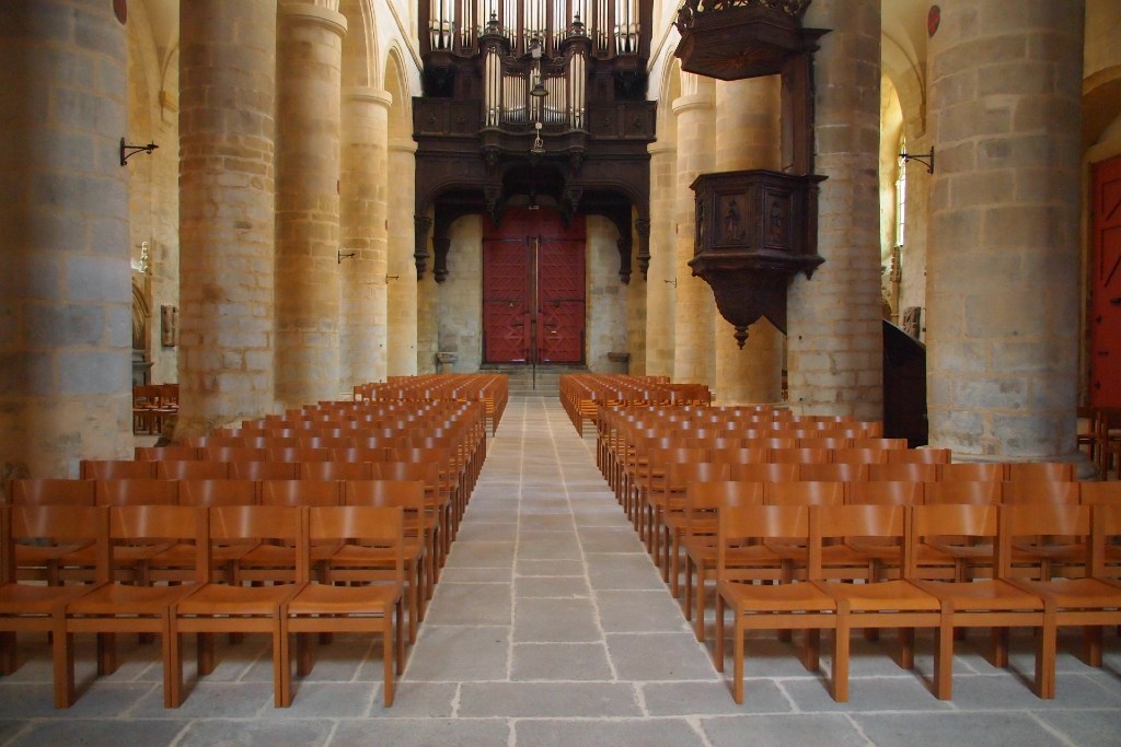 Nouvelles chaises de la cathédrale de Saint-Brieuc