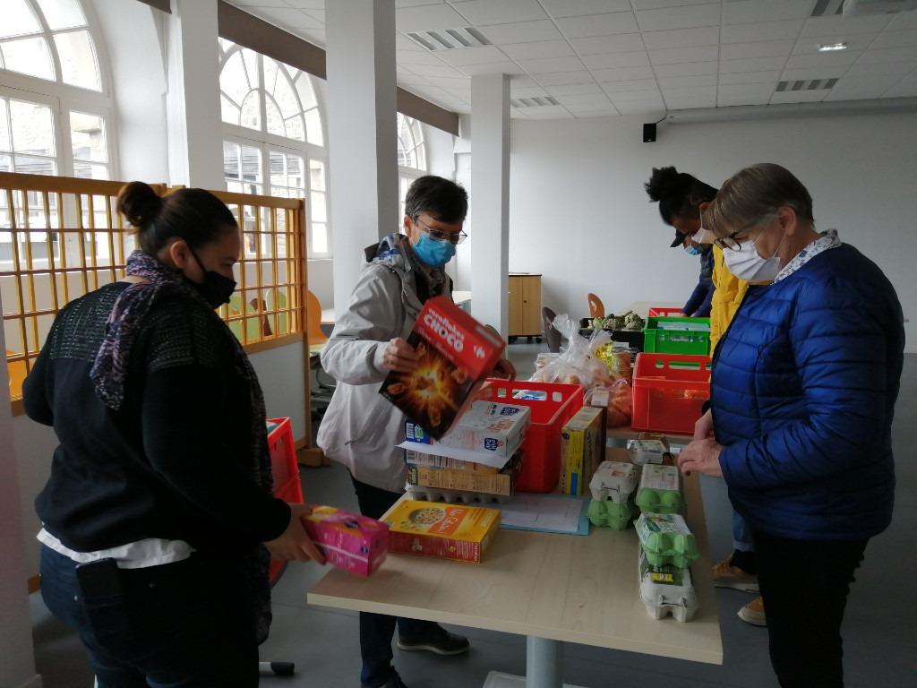 Distribution alimentaire à l'Escale Familles