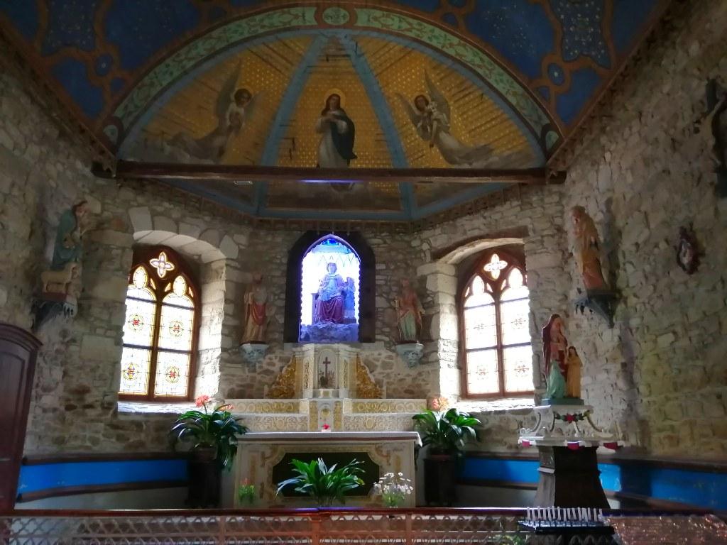 Intérieur de la chapelle de Sainte Anne du Houlin